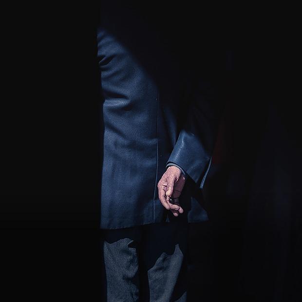 «Люди боятся общаться с родственниками самоубийцы»: Я пережил суицид близкого человека — Асабiсты вопыт на The Village Беларусь