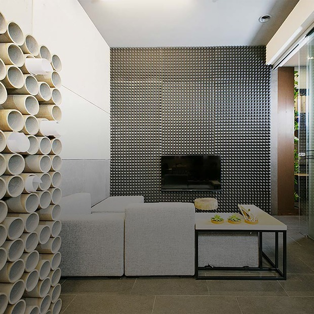 «К нам не приходят те, кому нравится шик 90-х»: офис архитектурной студии «Зробім»