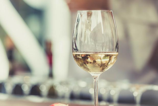 Зачем платить больше: сколько стоит одно и то же вино в минских барах — Улiк на The Village Беларусь
