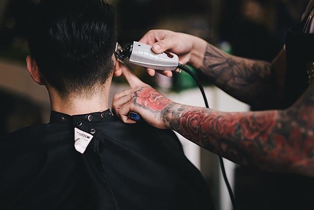 Что парикмахерские делают с остриженными волосами? — Ёсць пытанне на The Village Беларусь