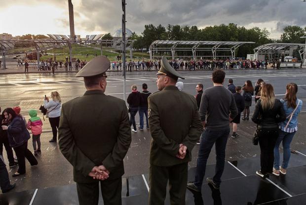 Военный эксперт: «Если население восстанет, армия тут не помощник» — Рэакцыя на The Village Беларусь