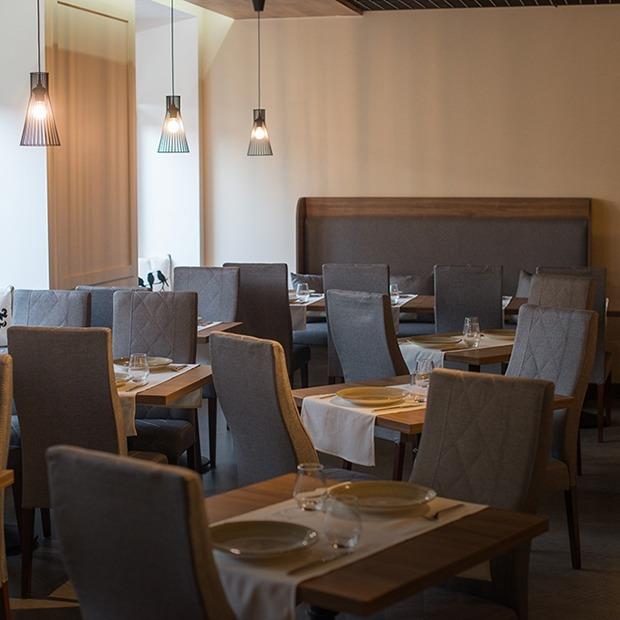 На Мельникайте открылся ресторан кошерной кухни «7:40», куда нельзя проносить йогурт и свинину — Месца на The Village Беларусь