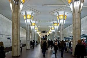 Как можно избавиться от толкучки на станции метро «Октябрьская»