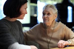 «Удивляет мнение, что сиделки — это благотворительность»: Как найти правильную сиделку