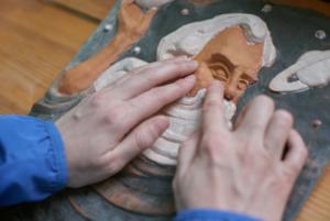 Экспонат руками трогать: как в Беларуси создают картины для незрячих