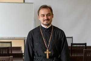 «Можно ли накладывать фильтр на икону и изгнать бесов по скайпу?»: 16 наивных вопросов священнику
