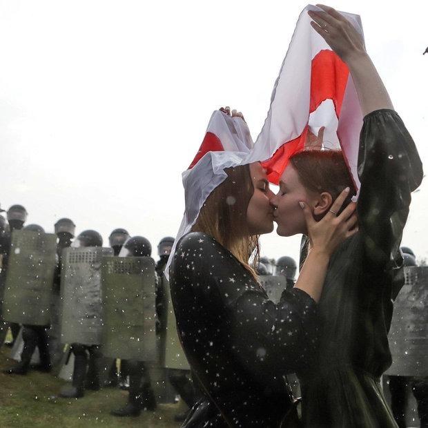 11 легендарных фото беларуского протеста, которые разошлись по всему миру — Героі ў горадзе на The Village Беларусь