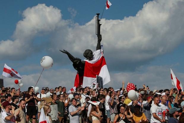 «Ушел, а точнее улетел на вертолете»: Какие еще планы властей сорвали беларусы за время протестов — Што робiцца на The Village Беларусь