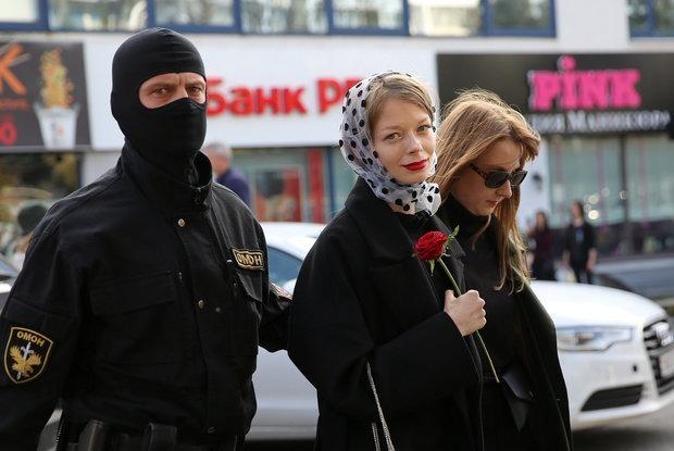 «Веселые случаи из протестного сезона»: Как обычные беларусы сделали ОМОН, коммунальщиков и режим — Забаўкі на The Village Беларусь