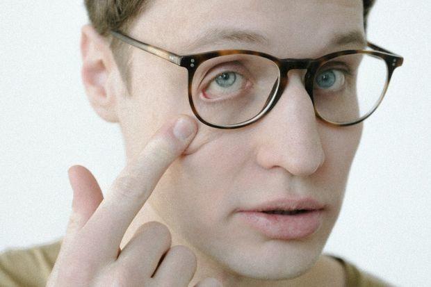 «Такими темпами я скоро посажу зрение»: Почему нужно работать за компьютером в специальных очках — Карысная звычка на The Village Беларусь