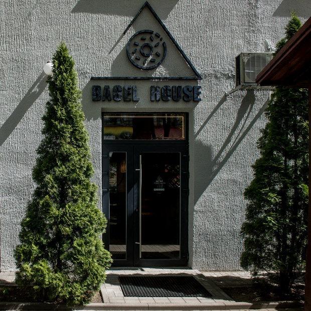 «Мы открыли кафе с новым для Минска продуктом»: На Октябрьской появился Bagel House — Новае месца на The Village Беларусь