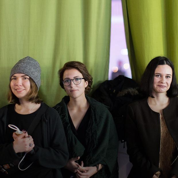 «Я рекомендую вам слушать больше шансона»: Что происходит на поэтическом шоу «Эшафот» — Забаўкі на The Village Беларусь