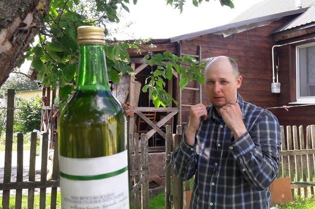Беларусы присоединились к мировому флешмобу: Ногой открывают бутылки с «чернилом»