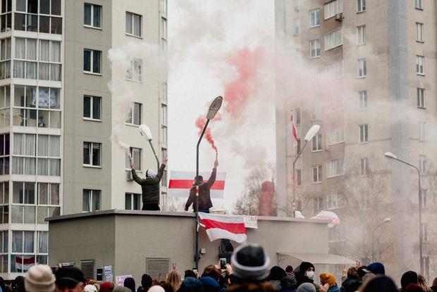 «Спали вшестером на кровати»: Беларус о том, как просидел 15 часов в заложниках на площади Перемен — Асабiсты вопыт на The Village Беларусь