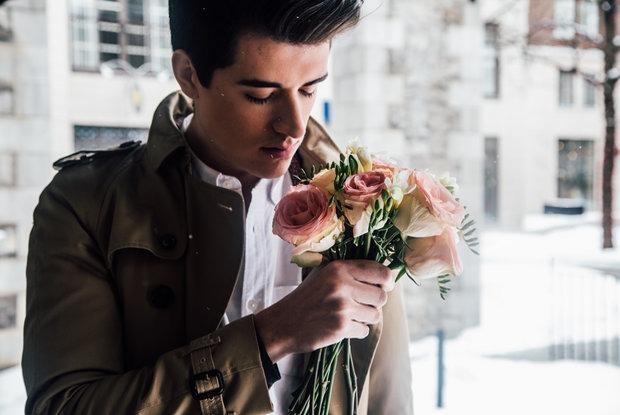 Можно ли дарить цветы мужчинам на 23 февраля: Спросили специалистов по этикету и самих мужчин — Ёсць пытанне на The Village Беларусь
