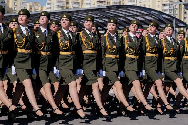 «А Колю на парад мама не пустила?»: Как соцсети смеются над парадом Победы в эпидемию коронавируса
