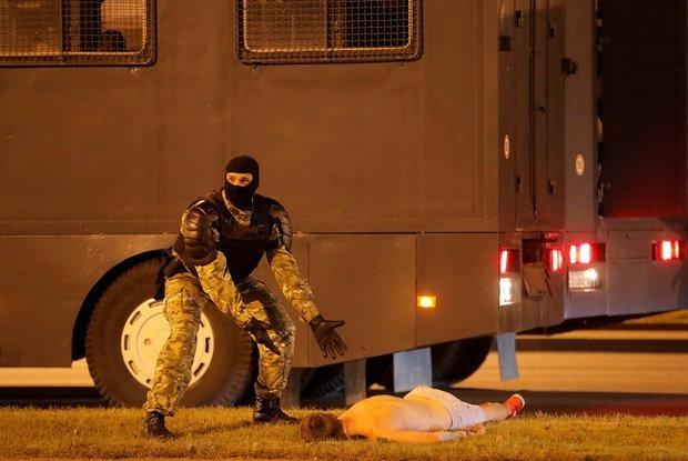 «Стреляли на поражение»: Главное о 4 днях протестов в Беларуси, которые потрясли весь мир — Сітуацыя на The Village Беларусь