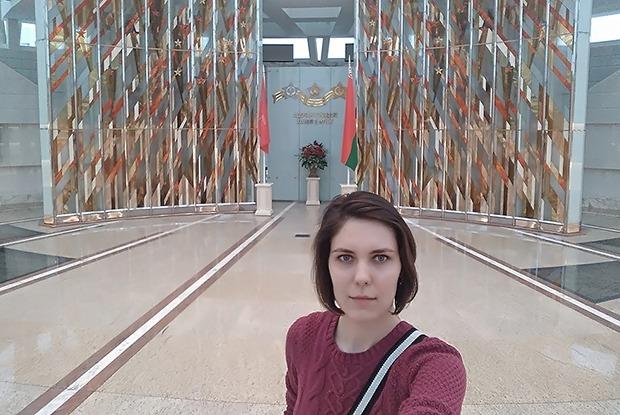 Селфи на фоне макета концлагеря: Выгонят ли из минских музеев с селфи-палкой — Эксперымент на The Village Беларусь