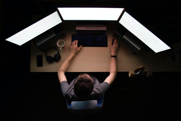«Поверьте, тихарь не пройдет эту проверку»: Беларуский киберпартизан рассказал, как они работают — Ёсць пытанне на The Village Беларусь