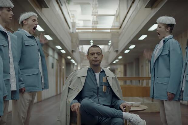 «Напоминает интерьеры от элитных минских дизайнеров в стиле фьюжн»: Рецензия на новый альбом Михалка — Музыка на The Village Беларусь