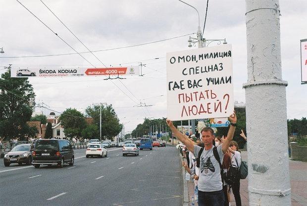 «Мне повезло закопаться в чужие тела»: Беларусы вспоминают ад, который они пережили на Окрестина