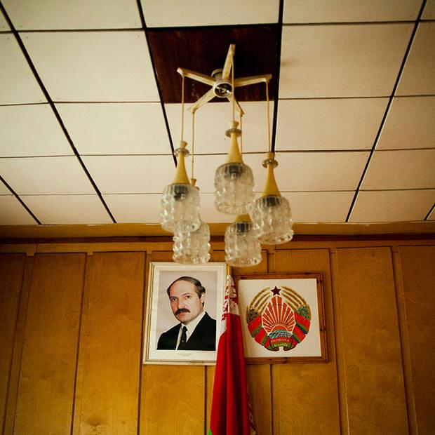 «Очень грустный президент»: Как менялось лицо Лукашенко на предвыборных плакатах — Забаўкі на The Village Беларусь