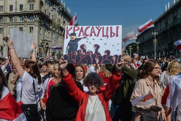 «Не общались с отцом пару месяцев»: Как живут семьи беларусов, где одни за перемены, а другие против — Асабiсты вопыт на The Village Беларусь