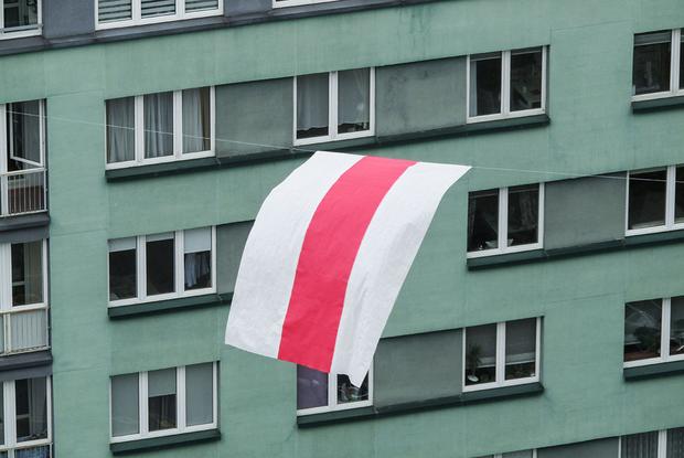 «Позвонили из КГБ»: Спасатель рассказал, почему МЧС снимает БЧБ-флаги, хоть и не хочет — Што робiцца на The Village Беларусь