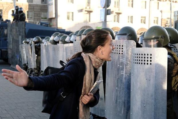 «Режим добивается, чтобы о его силе писали все»: Что происходит с протестом и выйдут ли люди вновь — Што робiцца на The Village Беларусь