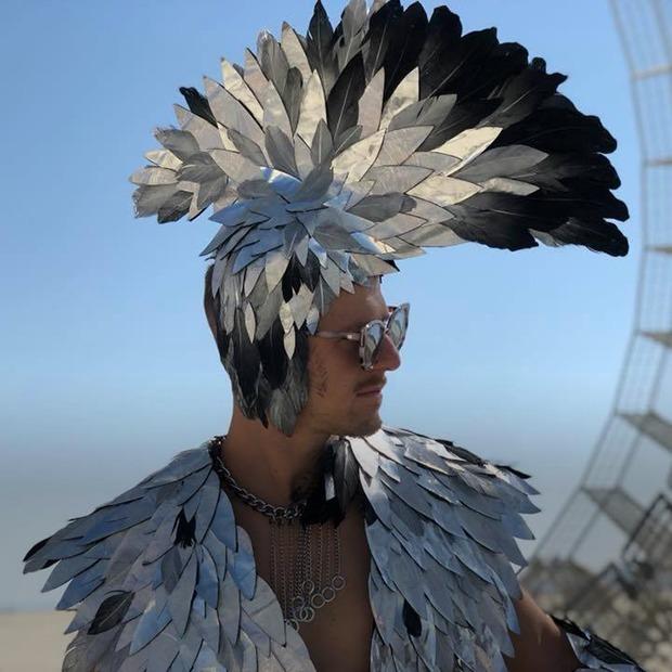 «Когда я называю стоимость, люди пугаются»: Беларуска, которая сделала костюмы для Burning Man