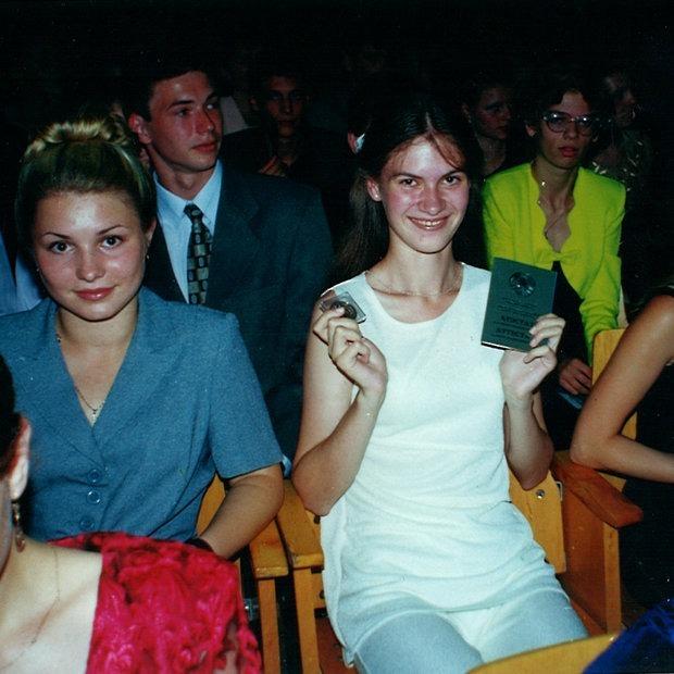 «Мама и бабушка пришли меня бесить»: Минчане вспоминают, как праздновали выпускные в конце 90-х