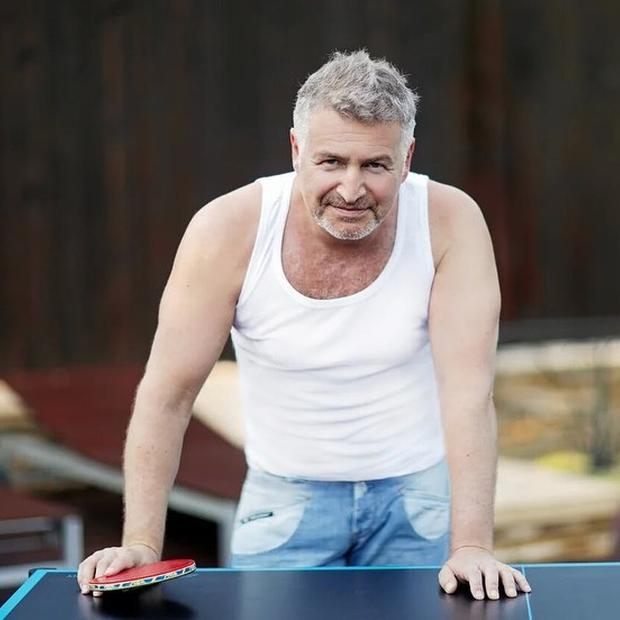 «Сожгу все ваши кассеты»: Как беларусы атакуют соцсети звезд, которых позвали спеть за Лукашенко — Рэакцыя на The Village Беларусь