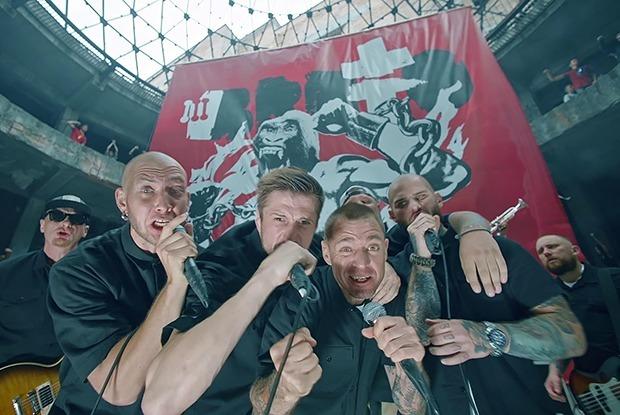 «Жаль, что самое горячее пришлось вырезать»: Премьера клипа BRUTTO на песню «Папяроска» — Музыка на The Village Беларусь