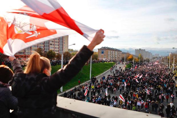 «Одноногий ОМОНовец»: 5 самых ярких, смешных и страшных моментов с сегодняшнего партизанского Марша — Што робiцца на The Village Беларусь