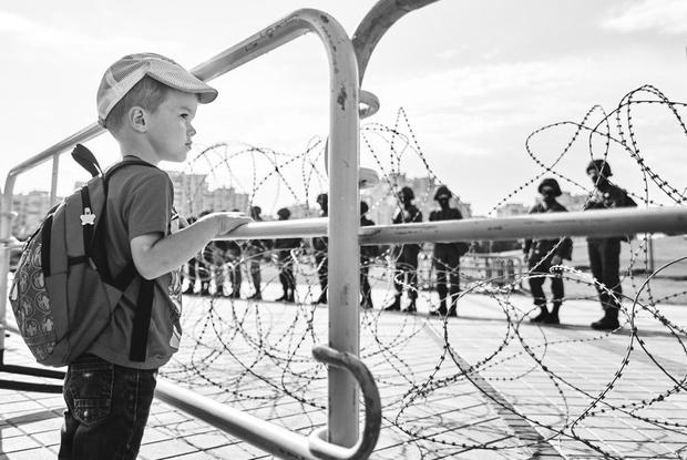 «Видели весь этот ужас»: Беларусы, которые ходят на митинги вместе с детьми вопреки угрозам властей — Асабiсты вопыт на The Village Беларусь