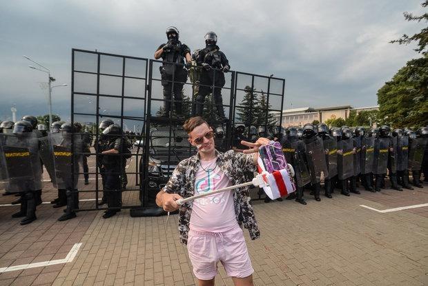 «Быдло, в лицо не смотри»: Рассказ айтишника, который 35 часов стоял на коленях на Окрестина — Асабiсты вопыт на The Village Беларусь