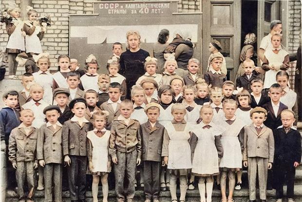 «Это была первая девушка в школе, надевшая мини»: Ламповые воспоминания о детстве в Минске — Байкі са склепа на The Village Беларусь