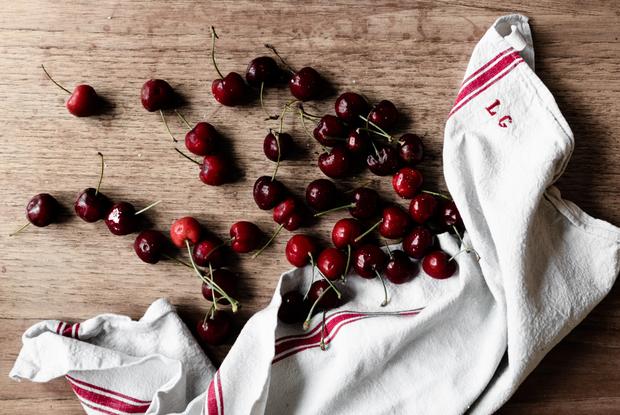 Как выбрать вкусную черешню, клубнику, вишню и манго — Ёсць пытанне на The Village Беларусь