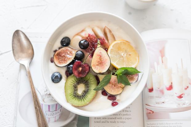 5 рецептов летних завтраков, которые легко приготовить дома — Рэцэпты кухараў на The Village Беларусь