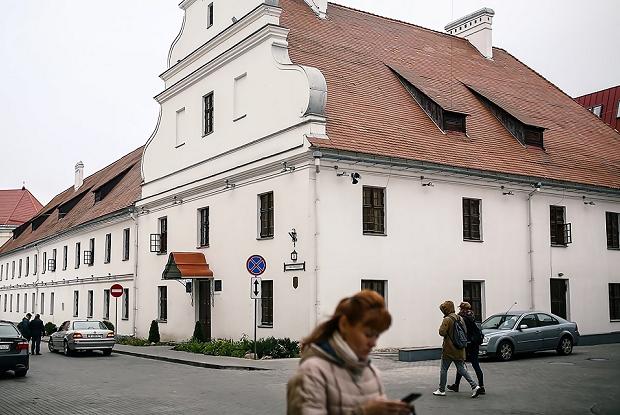 Минчане смеются с того, как перевели названия улиц: Узнали, как правильно — Дзяжурны па горадзе на The Village Беларусь