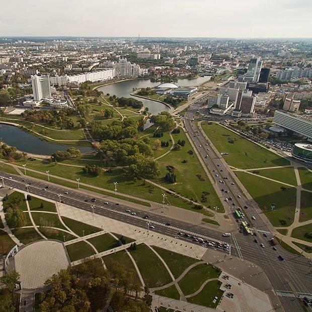 Дворцы и хижины: Посмотрите, как в центре Минска высотки стоят среди деревянных хат