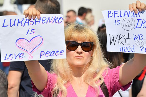 «Согласился только 1 из 17»: Как беларусы начали отказываться ехать на митинг за Лукашенко