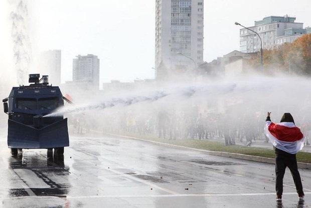 «Неужели он такой тупой»: Как иностранцы обсуждают последние безумные новости из Беларуси — Забаўкі на The Village Беларусь