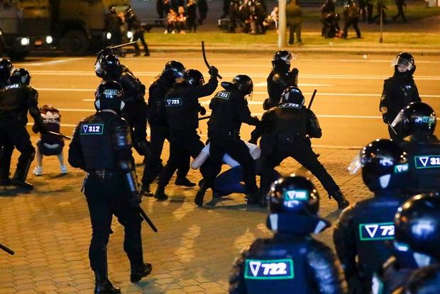 «Садисты в черном»: Что делать, когда милиция применяет насилие — Ёсць пытанне на The Village Беларусь