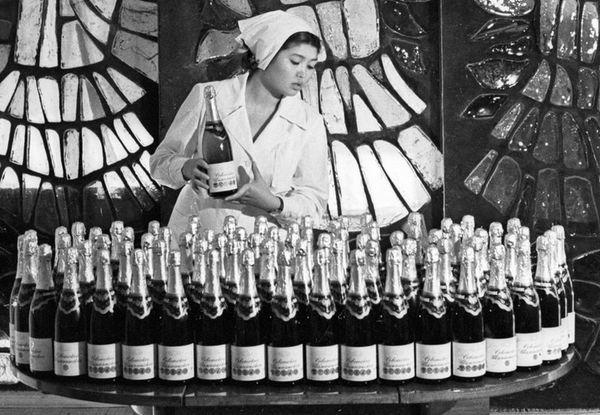 «Его реклама была даже на машине, ехавшей в ГУЛАГ»: Как придумали легендарное «Советское шампанское» — Пераклады на The Village Беларусь