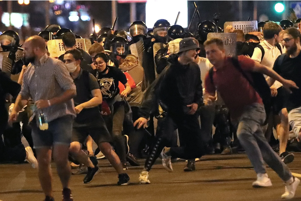 «Кричала с просьбой не стрелять»: Беларусы о том, как они протестовали в Минске ночью после выборов — Дзяжурны па горадзе на The Village Беларусь