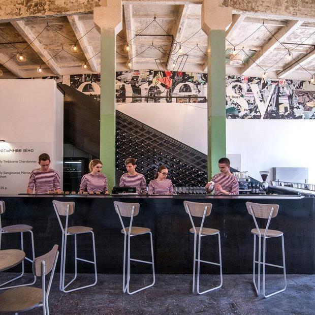 «Лучше выпить бокал просекко, чем съесть батон с маслом»: Открылся легендарный «Ў-бар»  — Інтэрв'ю на The Village Беларусь