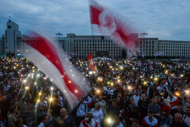 «Это технология, чтобы убедить нас — вокруг одни #ябатьки»: Что делать, если вы устали протестовать — Меркаванне на The Village Беларусь