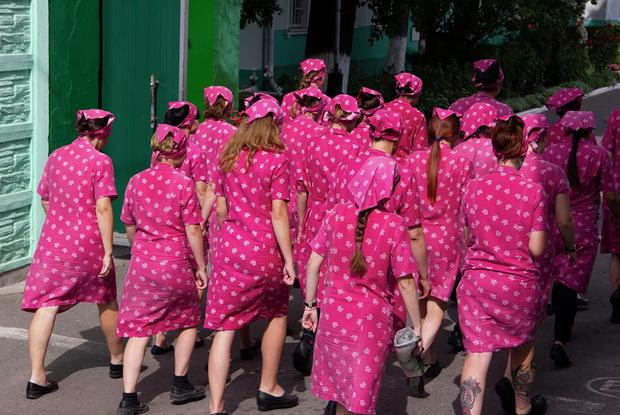 «В колонии были топовые модельеры»: Какую одежду носят политзеки в колониях и где ее берут — Гiд The Village на The Village Беларусь