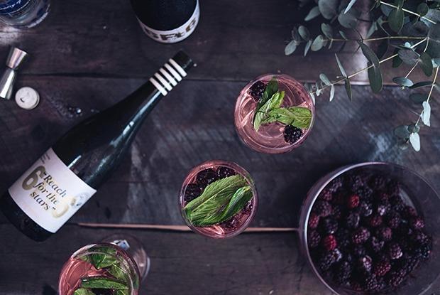 Должны ли в ресторане или баре наливать вино в бокал при госте? А вдруг не то вино — Ёсць пытанне на The Village Беларусь